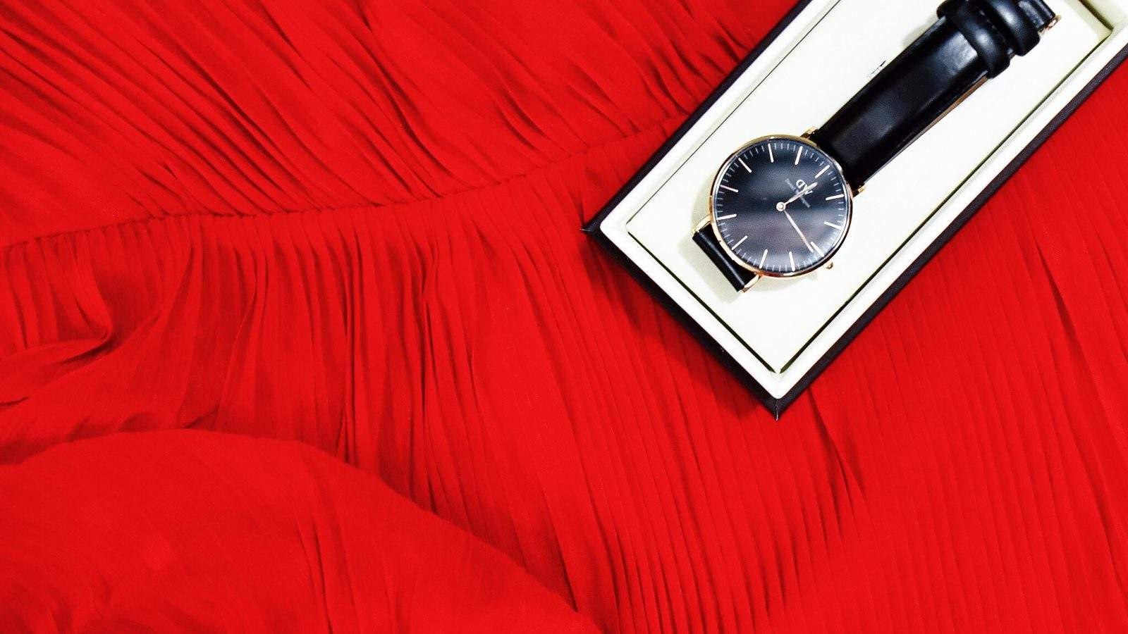 Time To Fall In Love | The Look Bureau x Daniel Wellington